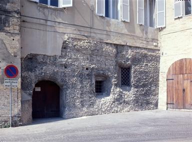 Ingresso alle Cisterne romane da Largo Calzecchi Onesti