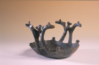 Tazza-attingitoio con anse a testa di animale stilizzato, VI sec. a.C.