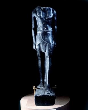Statua egizia virile