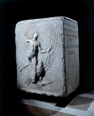 Base con iscrizione onoraria romana