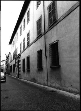 Palazzo Almerici, sede del Museo Archeologico e della Biblioteca Oliveriana
