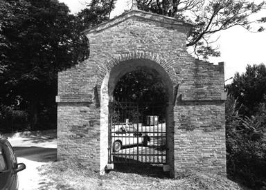 Portale di ingresso di Villa Maria