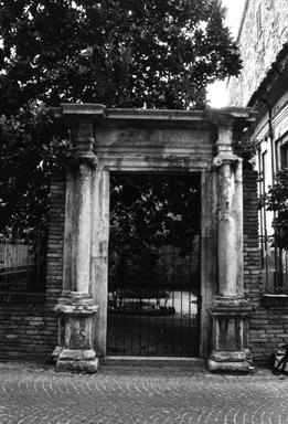 Portale della Chiesa di S. Giovanni Evangelista