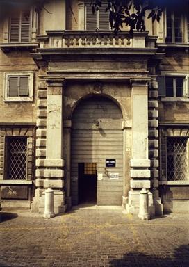 Portale del Palazzo Vescovile, sede della Pinacoteca Diocesana