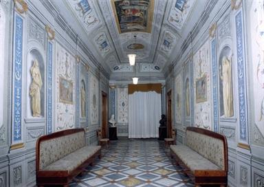 Galleria affrescata del Palazzo Vescovile, sede della Pinacoteca Diocesana