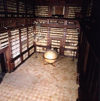 Veduta interna del Palazzo dei Priori, sede della Pinacoteca civica