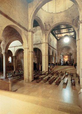 Cattedrale di San Ciriaco, interno transetto