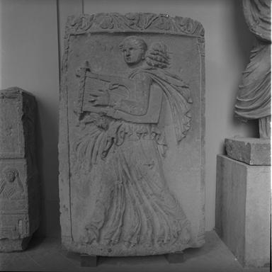monumento funerario/ lastra