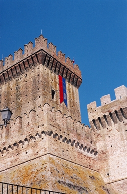 Veduta esterna della Rocca, sede del Museo delle Armi