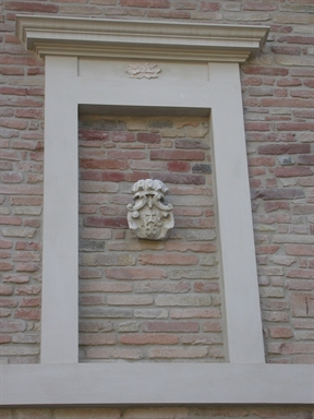 Palazzo in via C. Levi