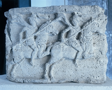 Due cavalieri gradienti vrso destra