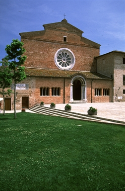Veduta dell'abbazia cistercense di S. Maria di Chiaravalle di Fiastra