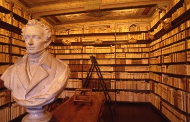 La Biblioteca e il busto di Giacomo Leopardi