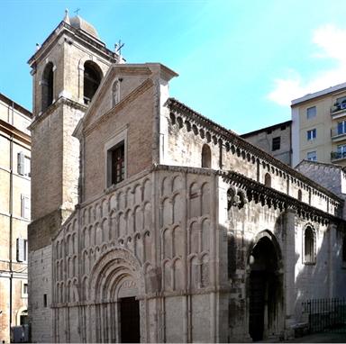 Scorcio della facciata della Chiesa di Santa Maria della Piazza