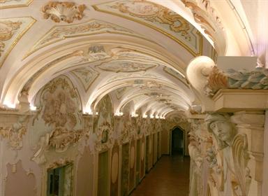 Galleria degli stucchi di Palazzo Pianetti