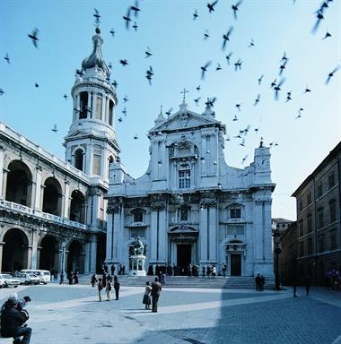 Piazza della Madonna con la Basilica di Loreto