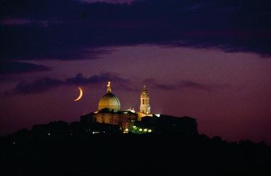 La Basilica di Loreto in una suggestiva veduta notturna