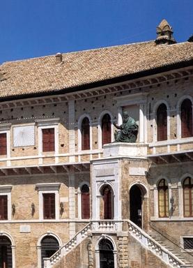 Facciata del Palazzo dei Priori