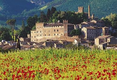 Veduta di Caldarola con il Castello Pallotta