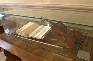 Violino e manoscritto