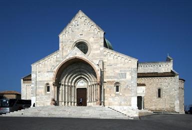 Veduta esterna della Cattedrale di San Ciriaco