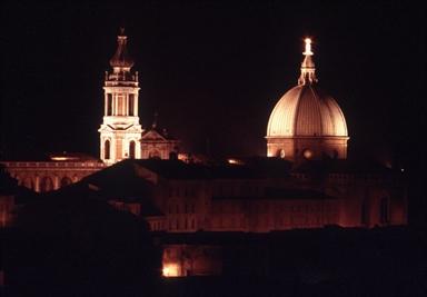 Veduta notturna della Basilica di Loreto