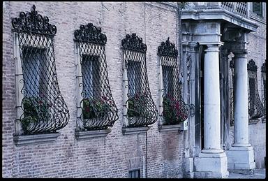 Particolare della facciata di Palazzo Ripanti