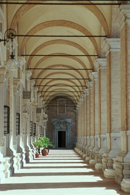 Loggiato superiore del Palazzo Apostolico, sede del Museo Antico Tesoro della Santa Casa