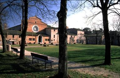 Abbazia di S. Maria di Chiaravalle di Fiastra, sede del Museo Archeologico e del Museo della Civiltà Contadina