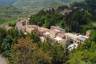 Panoramica di Amandola con veduta della Chiesa di Sant