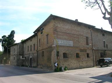 Caserma Guelfa o Dogana Pontificia