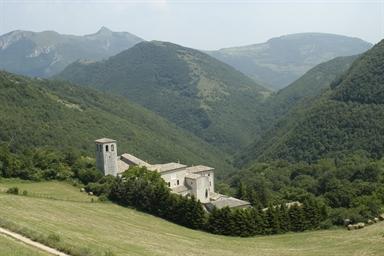 Veduta esterna del monastero di Fonte Avellana