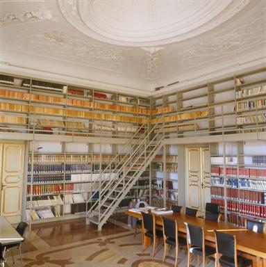 Una delle sale del Palazzo Mengoni-Ferretti, sede della Biblioteca
